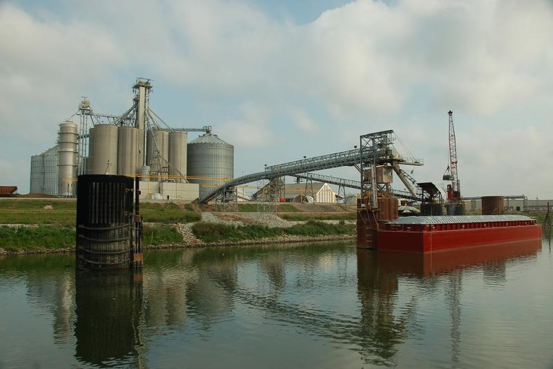 A grain barge is loaded at the Port of Indiana-Jeffersonville. (Courtesy: Ports of Indiana)