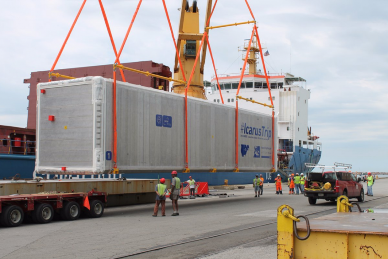 A neutrino detector called ICARUS is offloaded at Indiana's Burns Harbor en route to Fermilab in Illinois. (Courtesy CERN and Ports of Indiana)