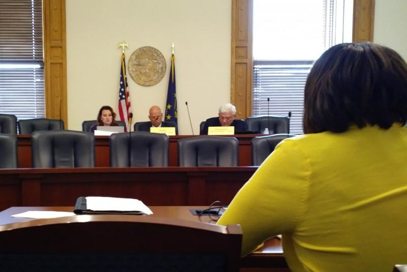 Rep. Robin Shackleford presents her proposal for traffic amnesty program to study committee on roads and transportation. (Lauren Chapman/IPB News)