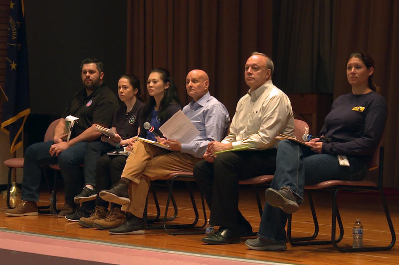 During a panel Q&A on Saturday, residents were able to ask a panel from the EPA questions about this season's remediation plans. (Lauren Chapman/IPB News)