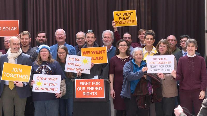 Renewable energy advocates at the 2019 Renewable Energy Day rally. (Rebecca Thiele/IPB News)