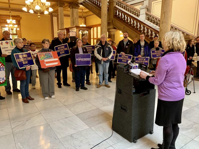 Redistricting reform advocates rally at the Statehouse. (Brandon Smith/IPB News)