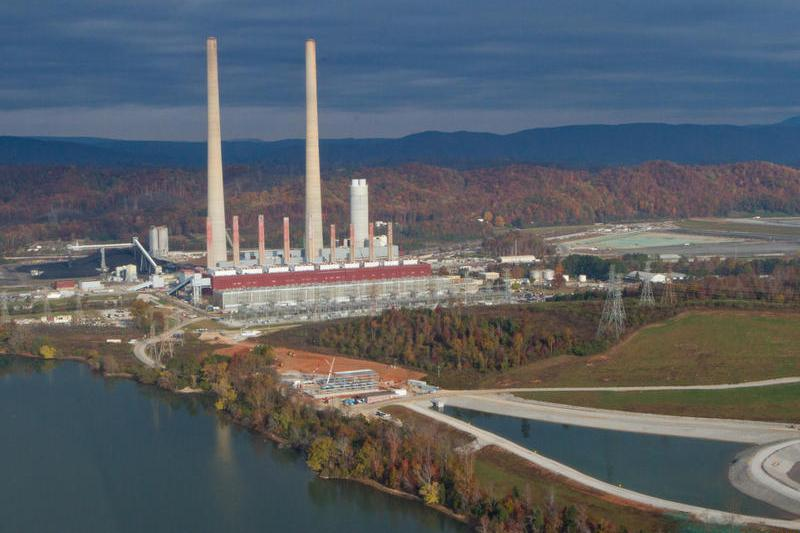 An unlined coal ash pond at the Kingston Fossil Plant, pictured here, released 5.4 million cubic yards of sludge into land nearby, the Emory River, and nearby groundwater wells (Tennessee Valley Authority/Wikimedia Commons)