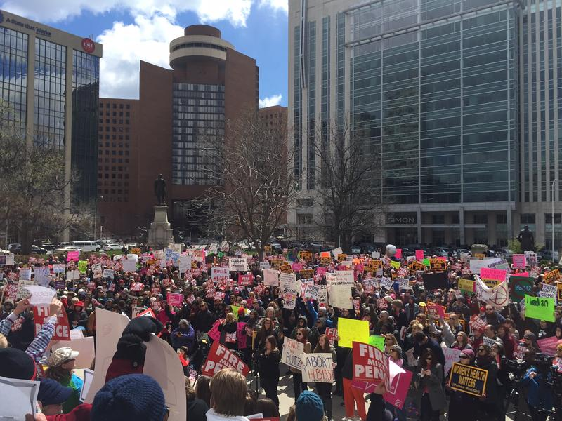 People rally outside the Statehouse in 2016 over an Indiana anti-abortion law. (FILE PHOTO: Brandon Smith/IPB News)
