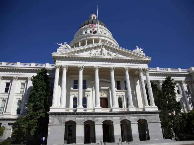 082918California Capitol Building -p