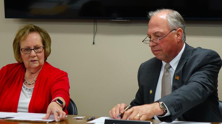 Daleville Community School's Board President Diane Evans, left, and Superintendent Paul Garrison look at documents before the school board votes to close Indiana Virtual School and Indiana Virtual Pathways Academy during a board meeting Monday, Aug.