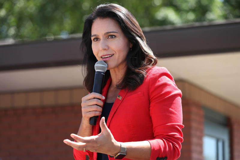 Democratic presidential candidate Rep. Tulsi Gabbard delivers a campaign speech at the Des Moines Register Political Soapbox during the Iowa State Fair. (Chip Somodevilla/Getty Images)