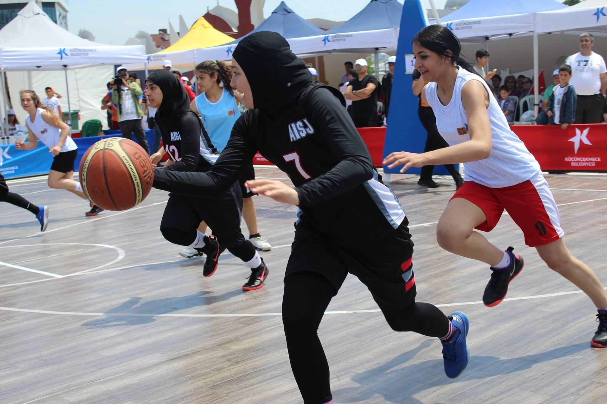 Will basketball's ruling body allow women to play with a