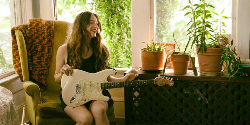 """Indie pop singer Chelsea Shag performed on """"Closer Look"""" on June 9."""