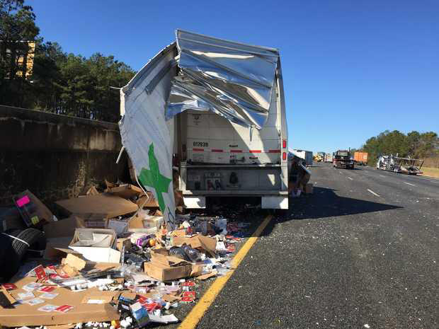 FedEx truck wreck spills packages on I-75 in Monroe County, courtesy Laura Corley, Macon Telegraph