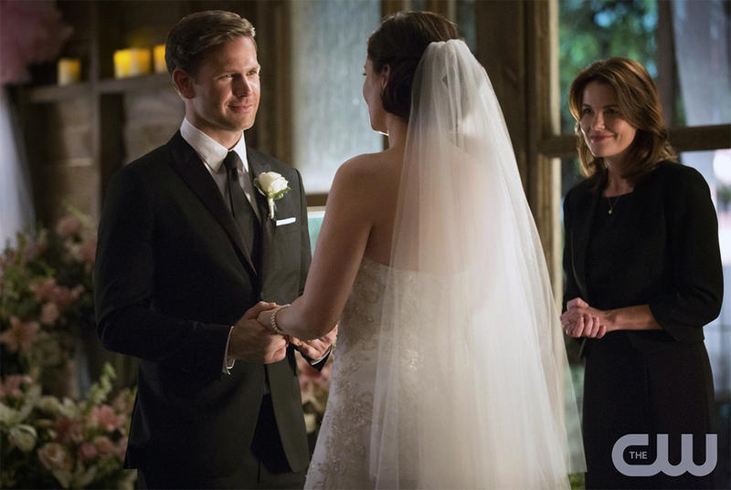 Matt Davis (left) as Alaric and Jodi Lyn O'Keefe as Jo in Vampire Diaries episode, ''I'll Wed You in The Goldern Summertime.''
