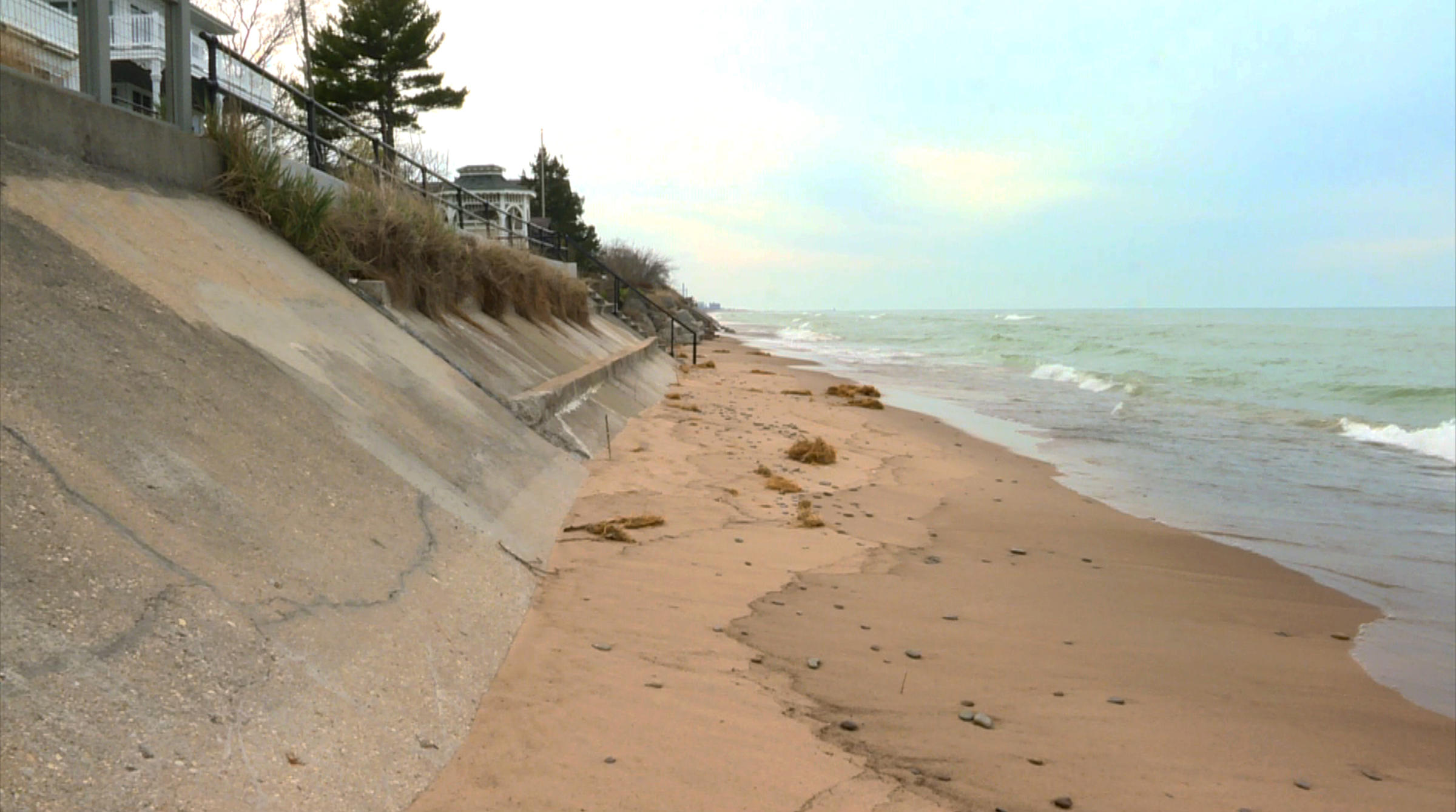 As Lake Michigan S Erodes Laporte Residents Battle Over Beach Access