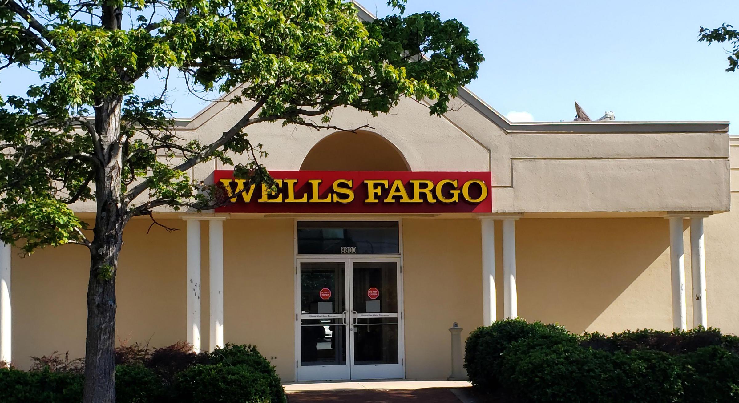 Wells Fargo names BNY Mellon's Charles Scharf as CEO