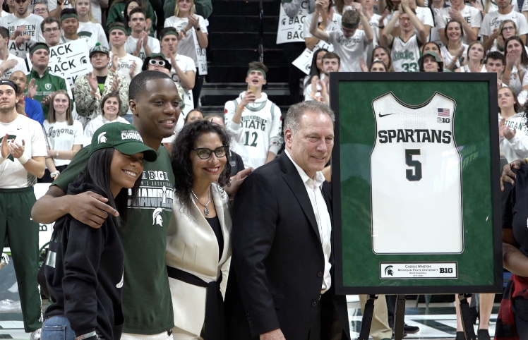 Michigan State Spartans coach Tom Izzo makes Big Ten history