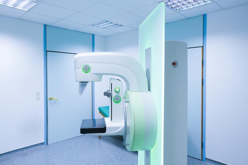 photo of mammogram machine