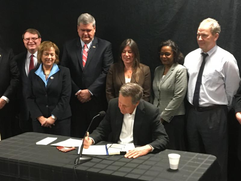 Photo of Kasich signing the budget