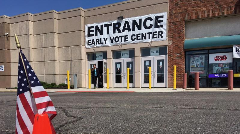 photo of early voting center