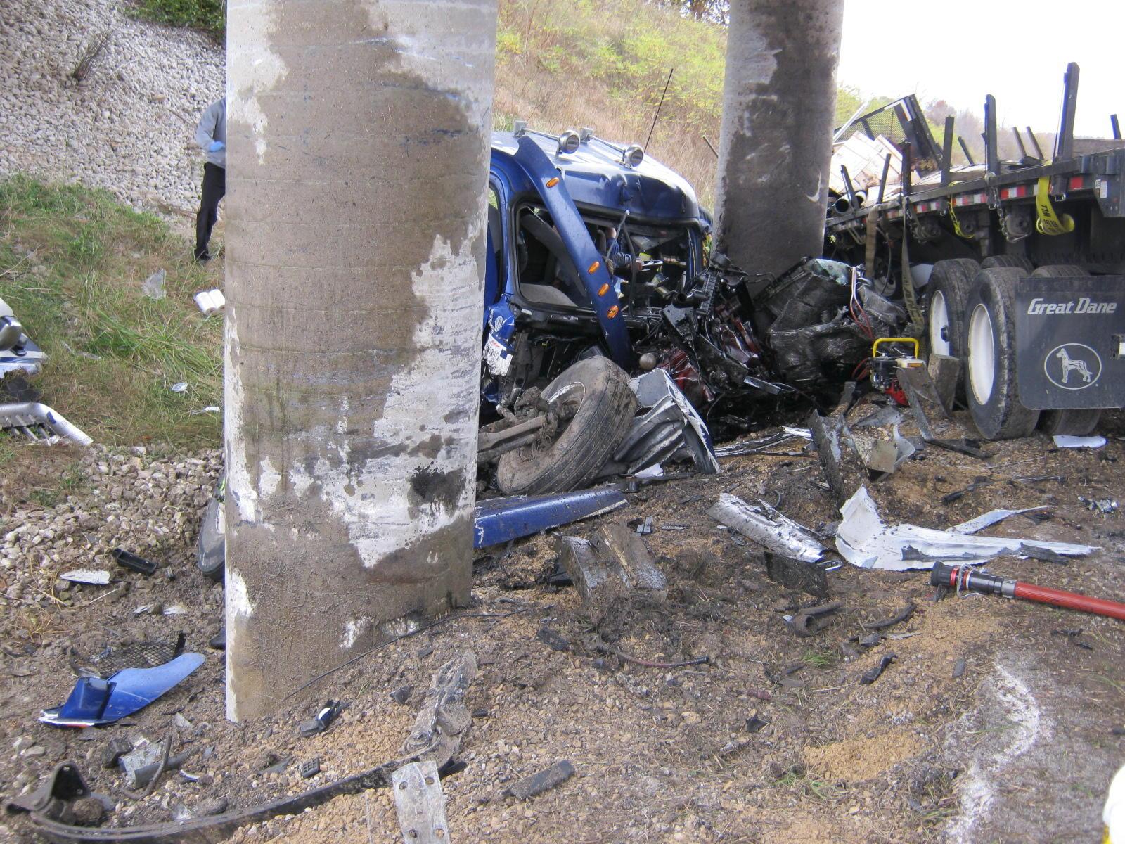 Semi crash closes Natcher Parkway | WNIN