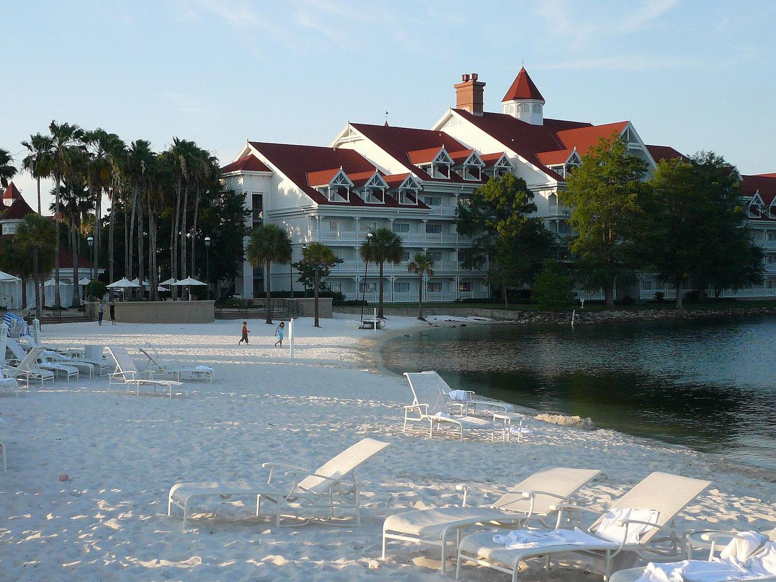 Alligator Grabs 2 Year Old Near Disney S Grand Floridian Resort