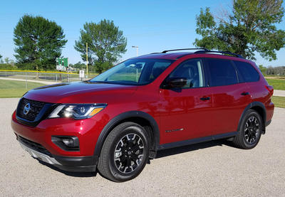 2019 Nissan Pathfinder SV 4WD Review | WUWM