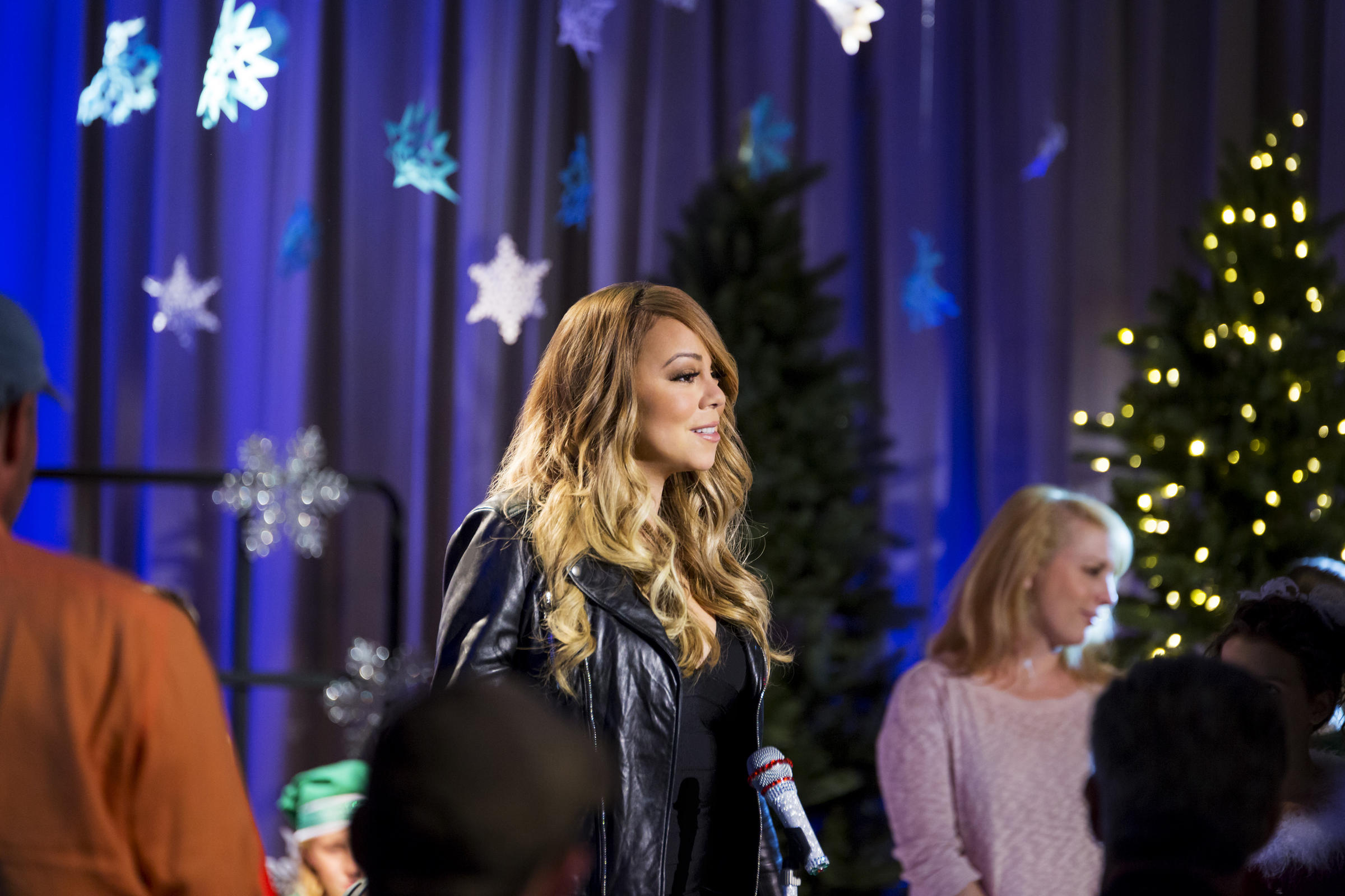 A Christmas Melody.Photos From Mariah Carey S A Christmas Melody Wvxu